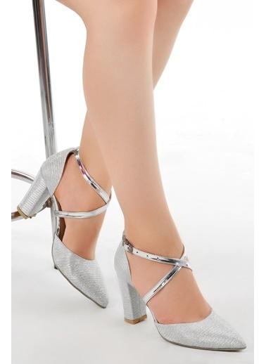 Ayakland Ayakland Tier 13600 Kum Simli 8 Cm Topuk Bayan Ayakkabı Gümüş